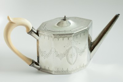 Hill-Stead Silver Lambe teapot bone handle